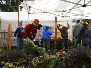 Volunteers brave rain, build Greenwood Park fence