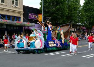 118 jpgHi-YuParadeFloat.jpg