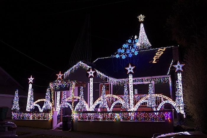 West Seattle Christmas light displays are worth the drive | West ...:We ...,Lighting